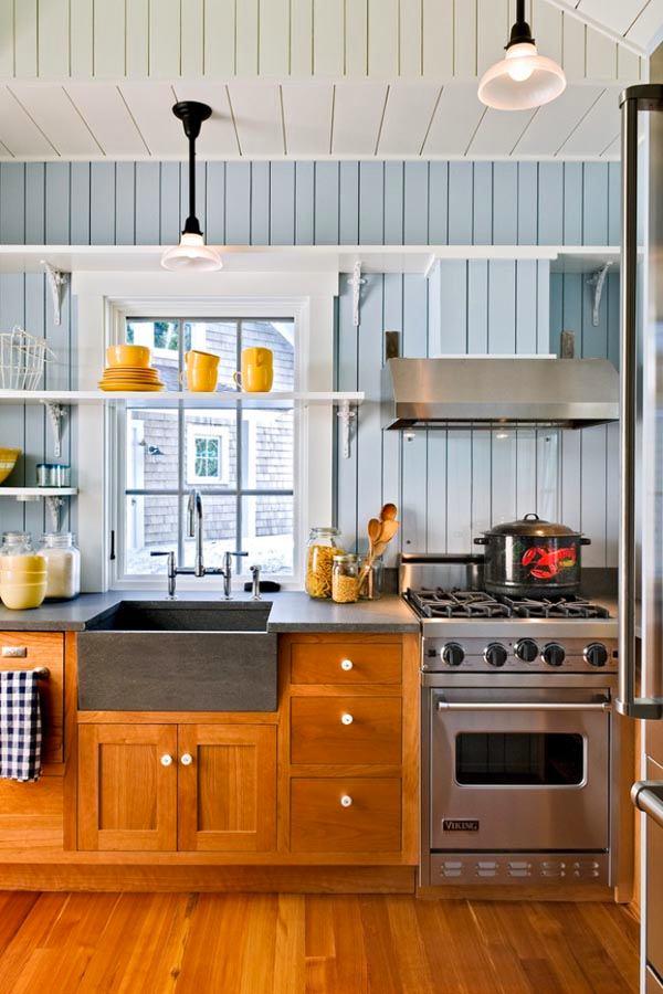 Кухня в цветах: голубой, белый, коричневый, бежевый. Кухня в стиле американский стиль.