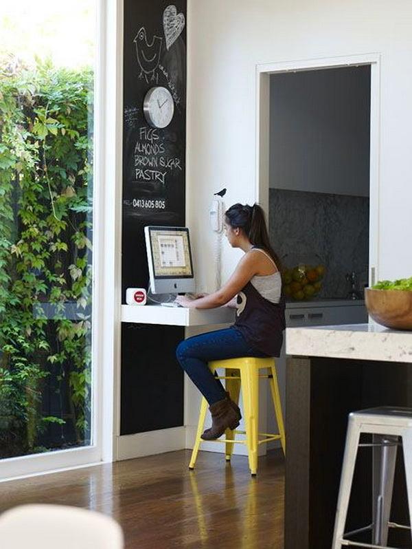 Кухня в цветах: черный, серый, светло-серый, белый, лимонный. Кухня в .