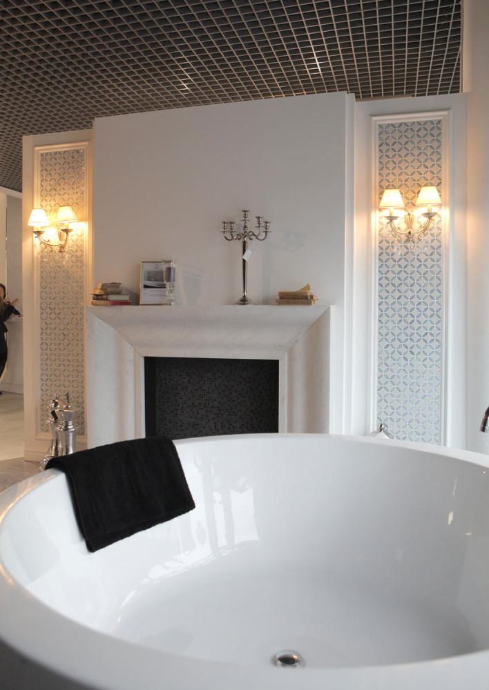 Ванная в цветах: черный, серый, светло-серый, белый, бежевый. Ванная в стиле арт-деко.