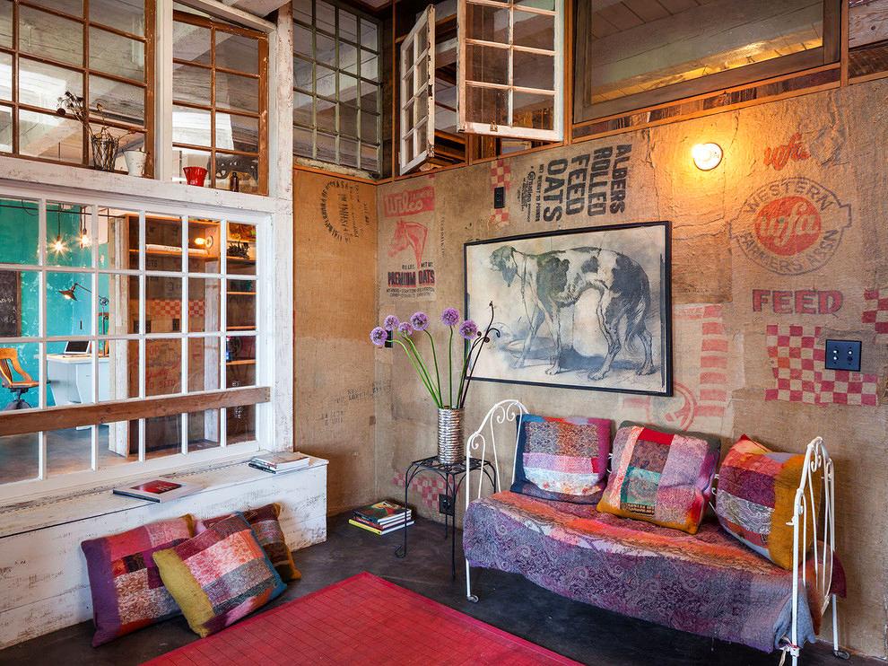 Гостиная, холл в цветах: красный, коричневый, бежевый. Гостиная, холл в стиле лофт.