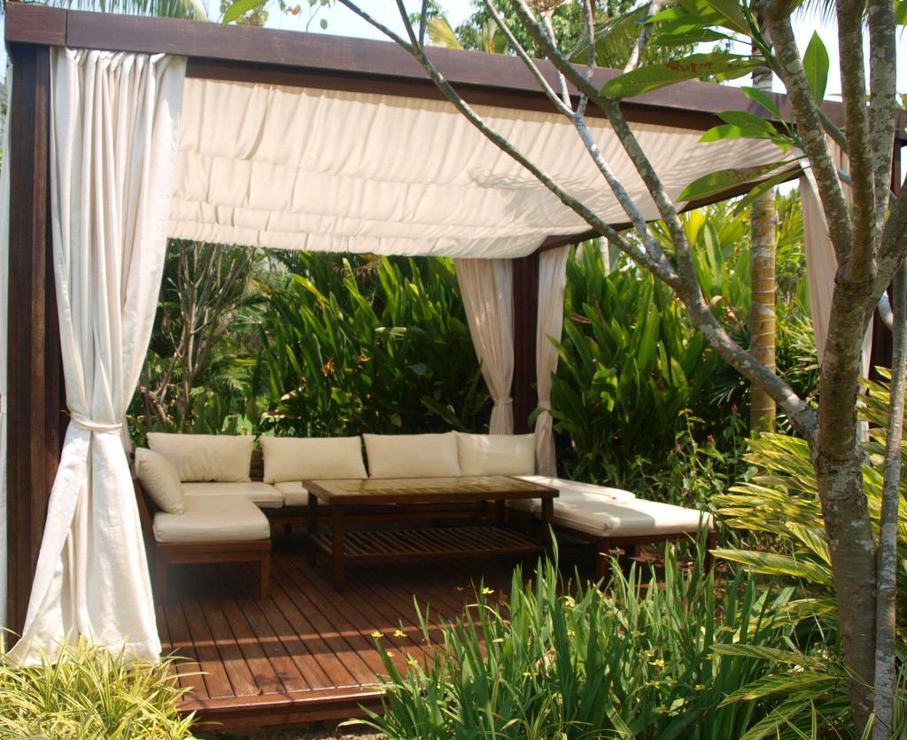 Балкон, веранда, патио в цветах: белый, темно-коричневый, коричневый, бежевый. Балкон, веранда, патио в стилях: средиземноморский стиль.