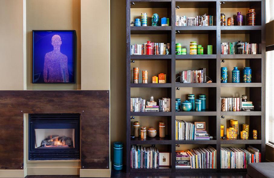 Мебель и предметы интерьера в цветах: черный, серый, светло-серый, темно-зеленый, темно-коричневый. Мебель и предметы интерьера в стиле этника.