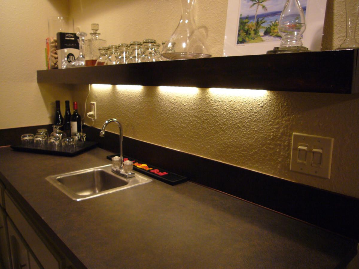 Кухня в цветах: коричневый, бежевый. Кухня в стиле минимализм.