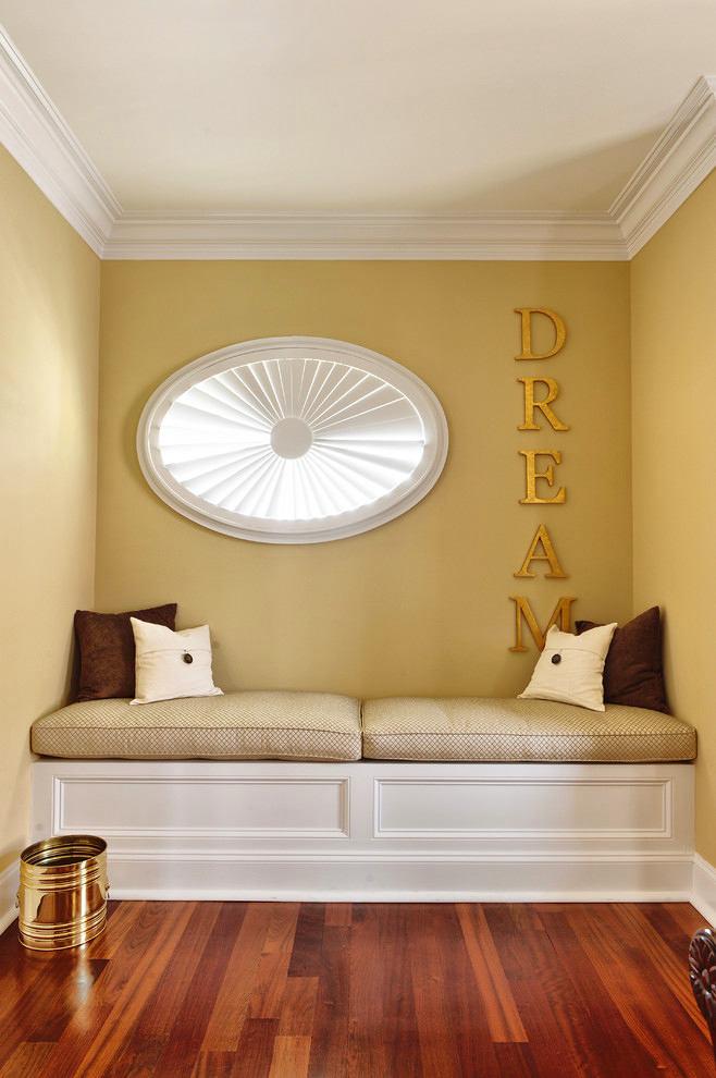 Мебель и предметы интерьера в цветах: белый, коричневый, бежевый. Мебель и предметы интерьера в .