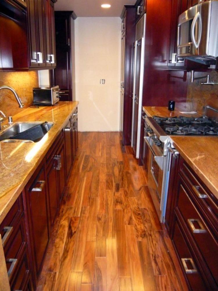 Кухня в цветах: темно-коричневый, коричневый, бежевый. Кухня в стиле американский стиль.